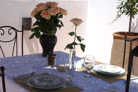 Riad les Orangers d'Alilia Marrakech: Un déjeuner plein de charme