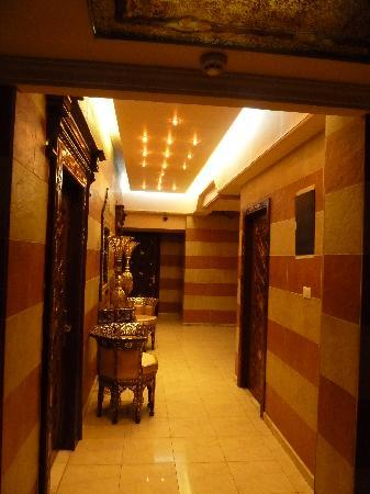 Al-Madinah / City Hotel: Upstairs corridor