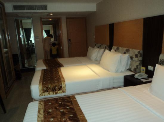Citin Pratunam Hotel by Compass Hospitality : Triple bed Room View