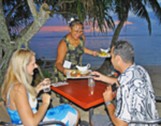 Vaima Polynesian Bar and Restaurant: Beach Dining