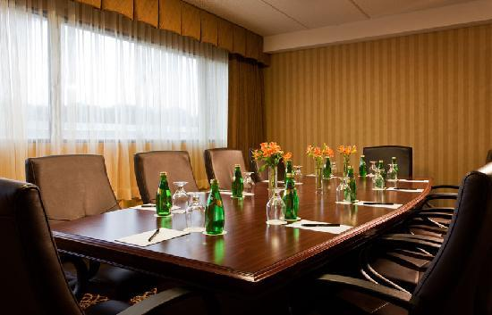 Doubletree Hotel Boston/Westborough: Comfortable Boardroom seeting upgraded with highback chairs