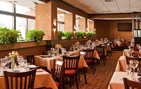 Doubletree Hotel Boston/Westborough : The Regatta Lounge offers relaxed seating and a casual atmosphere