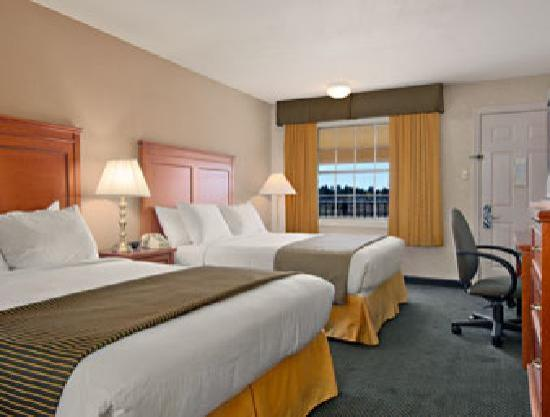 Ramada Flagstaff East: Spacious Room with 2 Queen Size Beds