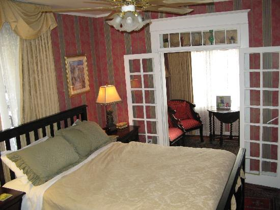 Calgary Westways Guest House: Rouleauville room
