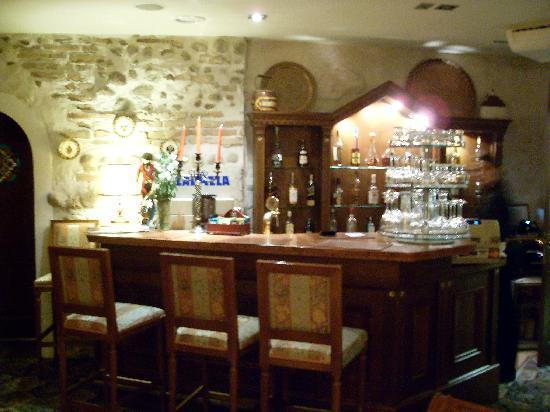 Dvaras Hotel: Bar in dining room