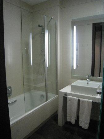 Occidental Madrid Este: standard bathroom