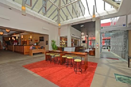 Quality Hotel Wellington: Foyer