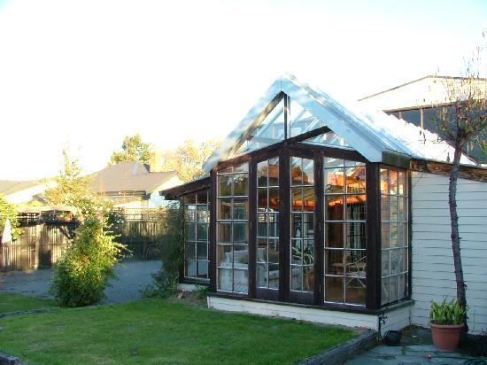 Alpenhorn Chalet : backyard