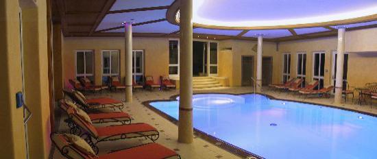 Hotel Dirsch: Schwimmbad mit Aussenpool