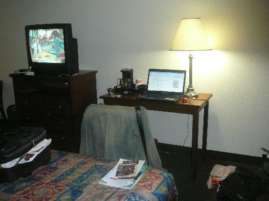 Hialeah, FL: TV y escritorio