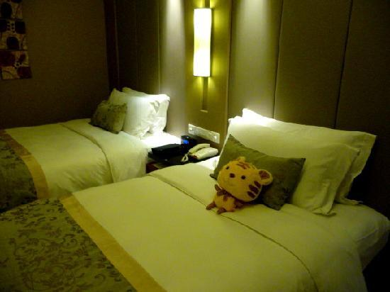 Crown Plaza: room