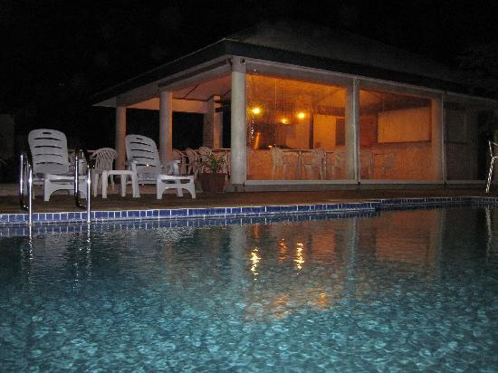 Island Magic Resort: Pool Pavilion at Night