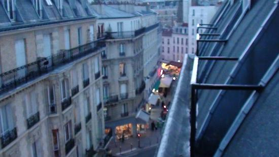Hotel Delos Vaugirard Paris: The street below can be noisy at night