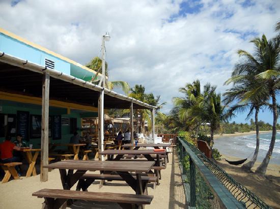 Guayama, Portorico: Vista del las mesas en la parte posterior del restaurante