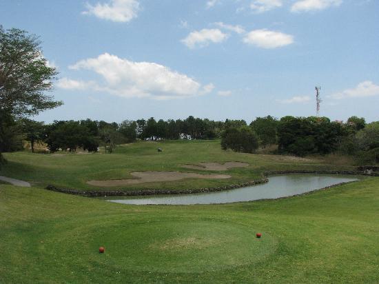 Royal Decameron Golf, Beach Resort & Villas : Départ des rouges au 16e trou sur le golf