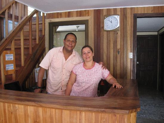 Mar Inn Bed & Breakfast: Giovanny and Zelmira, the owners