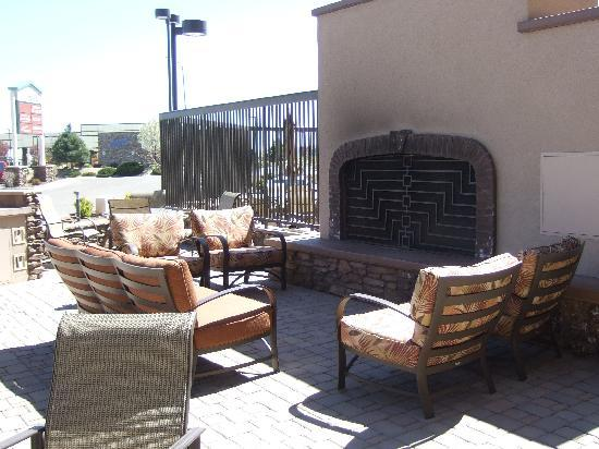 Hampton Inn & Suites Prescott Valley: Hotel patio