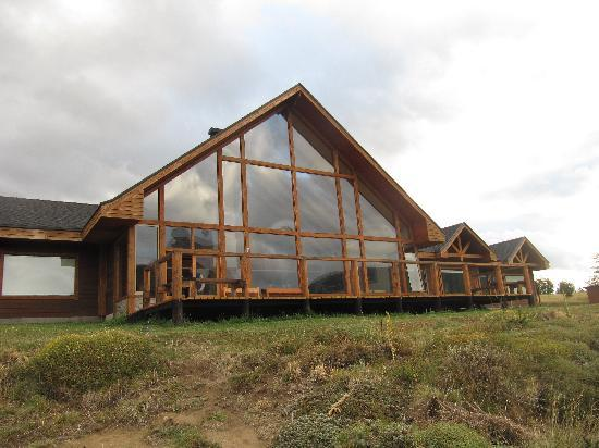 Coyhaique River Lodge: Front view of part of the lodge