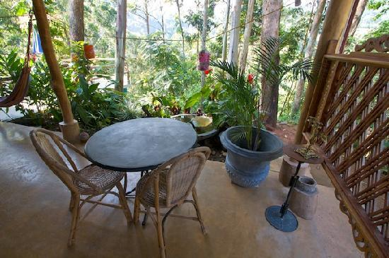 Waterfalls Homestay : Patio in front of our room.