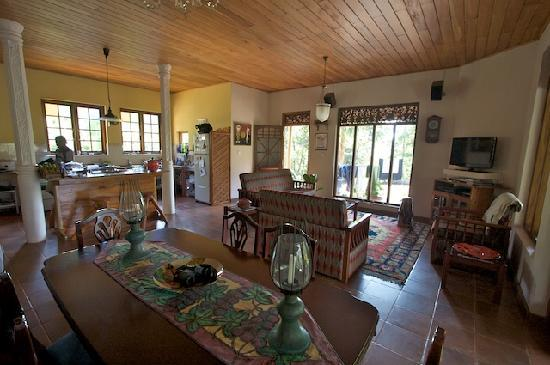 Waterfalls Homestay: Common area inside with open kitchen