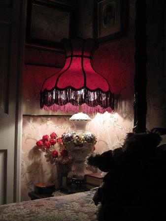 La Cle D'Or Guesthouse: Lafayette Suite Lamp