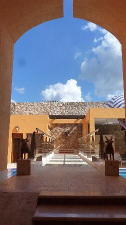 Casa de los Venados : Bridge to the Pool