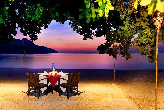 The Andaman, A Luxury Collection Resort: Romantic dinner by the beach.