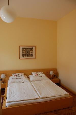 Stadtnest Bed & Breakfast and Apartment: &B Doppelzimmer / B&B Double Room
