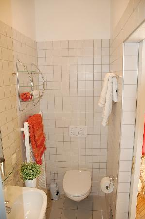 Stadtnest Bed & Breakfast and Apartment: B&B privates Bad / private bathroom