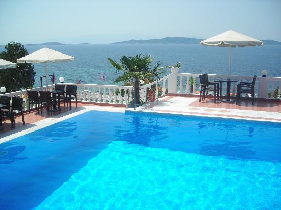 Akti Ouranoupolis: la piscina