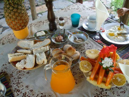 Chez Nirina: Petit déjeuner complet