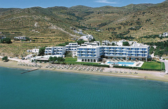 Tinos Beach Hotel: Aerial view of the whole complex.