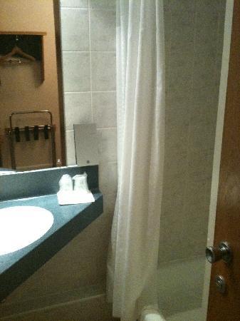 Holiday Inn Express Strathclyde Park M74 Jct5: Bathroom