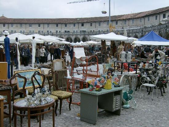 Un banco foto di mercatini dell 39 antiquariato e for Mercatini dell usato veneto