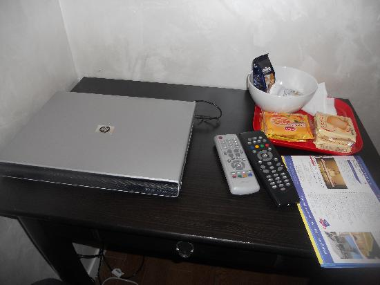 WRH Termini : Breakfast basket and supplied laptop