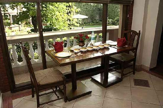 The Estate: Dining Area