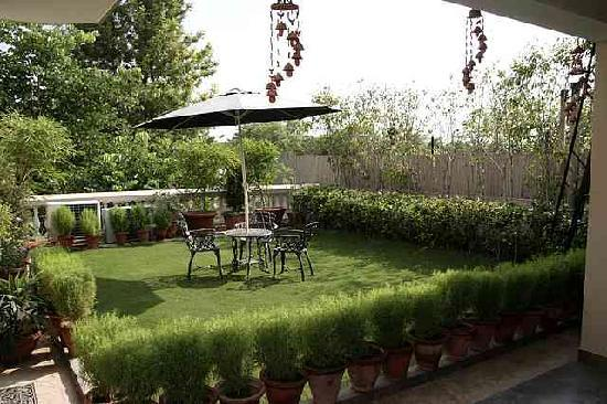 The Estate Villa: Terrace Garden