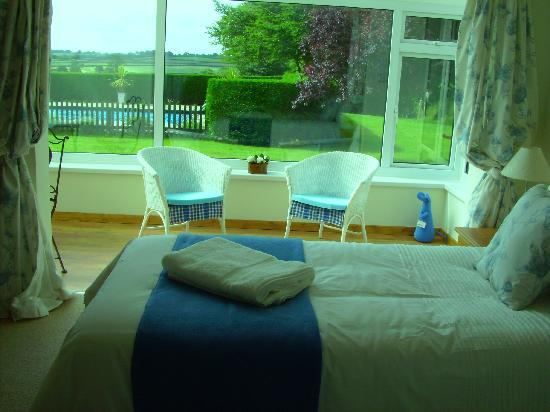 Appledown House Bed and Breakfast: En-suite twin/superking room with conservatory and superb views