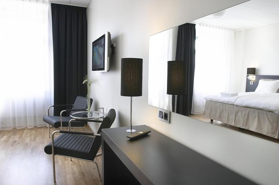 Hotel Flora: Lelle Andersen