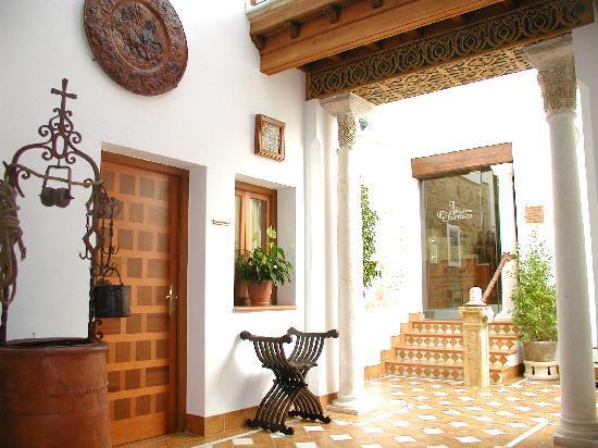 Hotel La Llave de la Jurderia: patio del pozo
