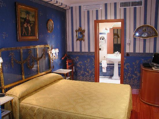 Hotel La Llave de la Jurderia: habitación