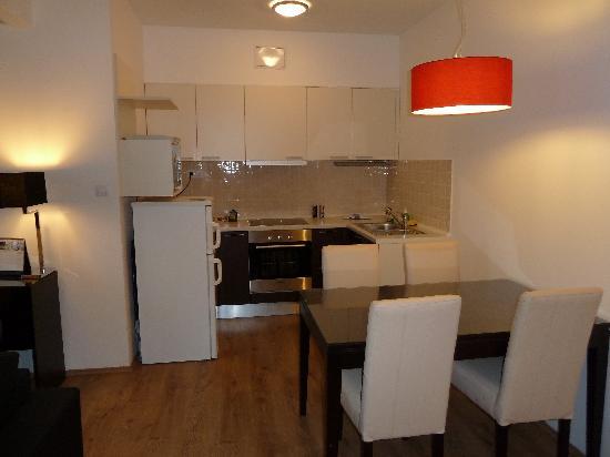 Fraser Residence Budapest: Kitchen