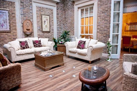 De Courceys Manor: Our Atrium- perfect for relaxing!