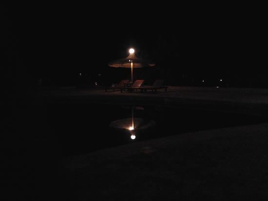 Fanadir Holiday Resort: pool in night