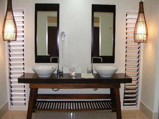 Fiji Hideaway Resort & Spa: Bathroom