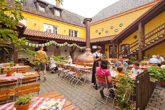 Brauerei-Gasthof Hotel Post: großer Biergarten