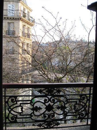 Relais Saint-Jacques: Spring, Pantheon in distance