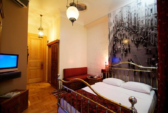 BVS Lush Hotel: Deluxe Room 305