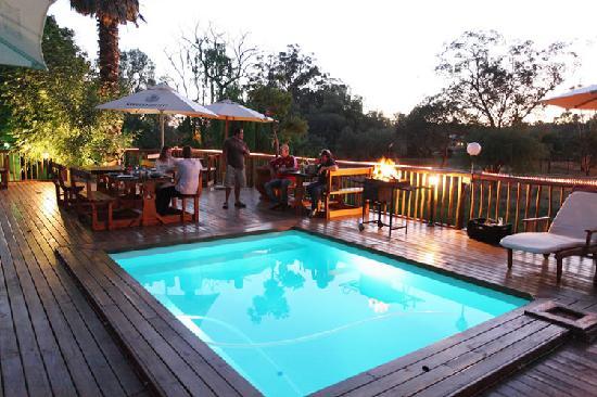 Gumtree Guest House : Pool & deck
