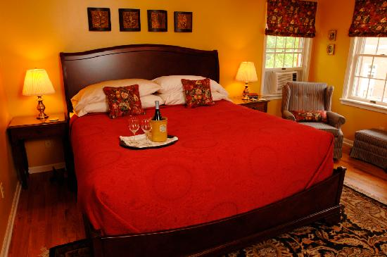 Yates House Bed & Breakfast: Valentine Room at Yates House